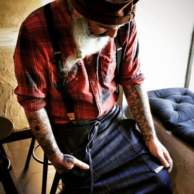 Be different... Think different! New bartender Style   Thanks to @morandi_max Photo: @veronese_manuel Apron: @borderlinedelta mod.Folaga Suspenders: @borderlinedelta  Shirt sleeve holders: @borderlinedelta  Location: @rabbocco_marianna_pepe  Per informazioni: 📞 +39 3283445545 📧 info@borderlinedelta.com Www.borderlinedelta.com